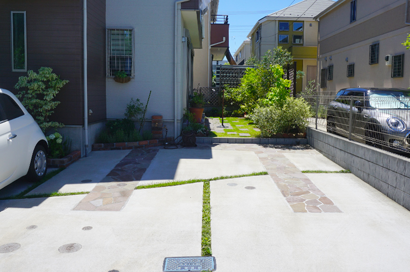 インターロッキングと人工芝の庭